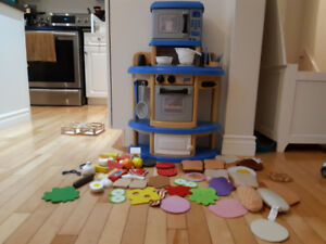 Toy kitchen, wooden and felt food