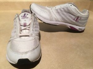 Women's Reebok Athletic Running Shoes Size 7 London Ontario image 1