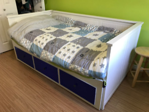 Ikea Hemnes daybed with 3 drawers
