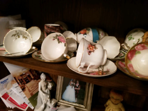 bone china tea cuos and saucers