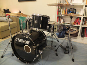 SONOR FORCE KIT IN EXCELLENT CONDITION WITH CYMBALS!