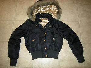 Joli manteau d'hiver noir et or