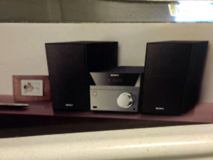 Sony Bluetooth home audio system (CMT-SBT40D)