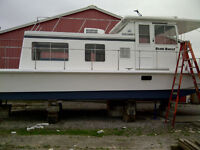 32 foot Searover Houseboat