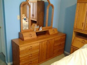 Oak Bedroom Suite -- Queen