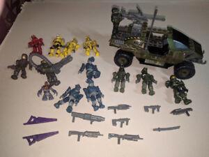 Megablocks Halo Warthog and other figures