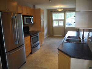 BEAUTIFUL RENOVATED UPSTAIRS SUITE IN SH PK / UTILITIES INCLUDED