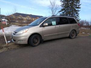 2007 Sienna Perfect Family Vehicle!