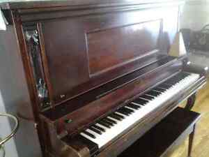 Piano antique droit Saguenay Saguenay-Lac-Saint-Jean image 1