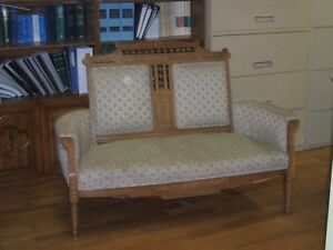 Antique furniture kijiji free classifieds in greater for Kijiji montreal furniture