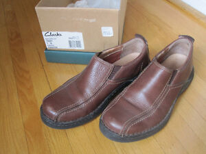 CLARKS - 7M - brown slip on leather shoe