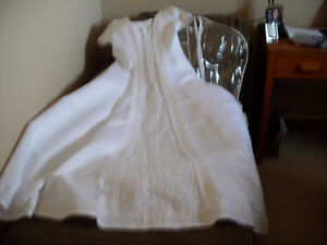 WEDDING DRESS SIZE 14-16