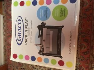 Almost new Graco pack and play playpen in excellent condition