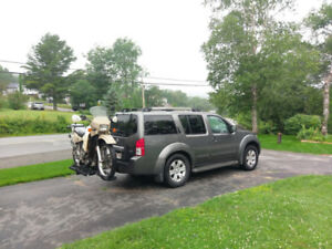 2005 Nissan Pathfinder LE 4X4 with AWD Leather Loaded