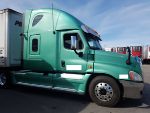 2010 Freightliner Cascadia - Fully Loaded