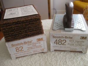 BOXED SCOTCH-BRITE NEW GRILL HANDLE & 10 GRILL CLEANING PADS