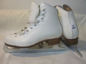 Girl's Figure Skates Size 2 (Riedell) with MK Blades