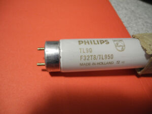 FLUORESCENT TUBES PHILIPS CASE OF 25 TL90 F32T8/TL950 NEW