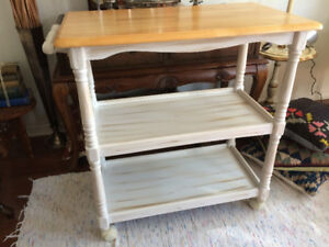 Rolling kitchen island/breakfast bar – Antique Finished