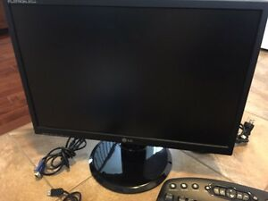 19 inches LG monitor plus wireless mouse and keyboard