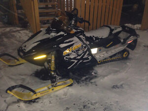 Parting out 2006 mxz 800  rev ski-doos 709-597-5150