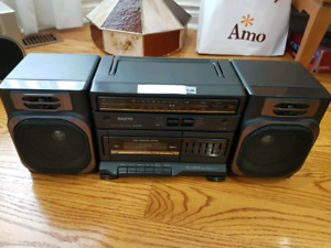 Vintage AM/FM Stereo / Ghetto Blaster