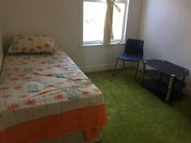 Room Available to Let Immediately in Leyton/London/Walthamstow