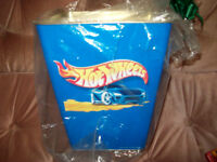 2002 HOT WHEELS TRASH CAN (STILL IN PLASTIC)