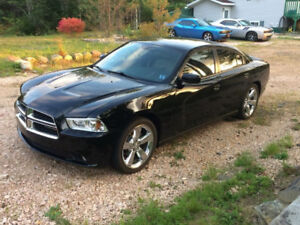 2013 Dodge Charger RWD Low KM, NEW MVI