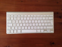 Apple keyboard , UK layout, great condition