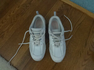 walking shoes/runners