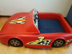 GREAT CAR BED FOR YOUNG KIDS