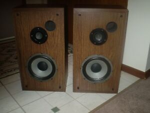 VINTAGE KENWOOD 2 WAY SPEAKERS Excellent Sound