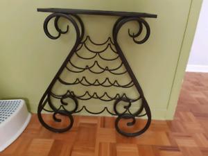Petite table en fer forgé avec vitre