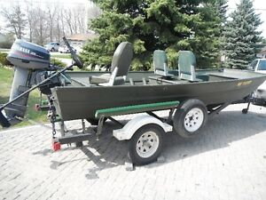 16' DUCK BOAT--READY TO FISH OR HUNT!!