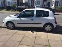 White automatic Renault Clio for sale