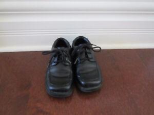 Little boys size 8 black dress shoes