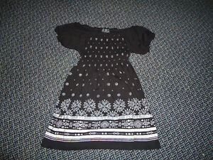 Ladies size Medium Peasant Style Short Sleeve Shirt Kingston Kingston Area image 1