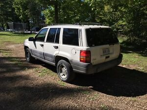 **Jeep Grand Cherokee Laredo**