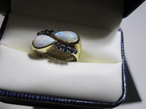 Stylish 18K Custom Gold Ladies Ring With Opals And Sapphires