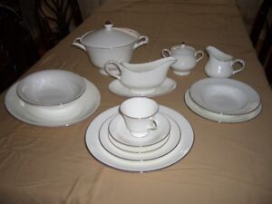 Vaisselle porcelain Wedgwood Silver Ermine/Dinnerware bone China