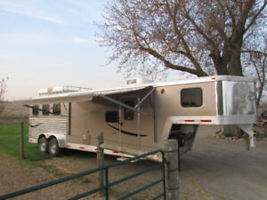 3 horse slant load trailer with living quarters