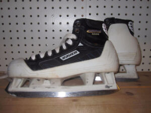 Junior Goalie Skates Size 4 Bauer Supreme 1000)