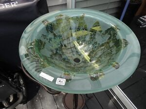 Beautiful etched glass sink c/w stand