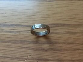 9 carat gold wedding band. Small engraved pattern on outside. Size N.