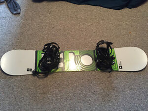 Recon snowboard and bindings