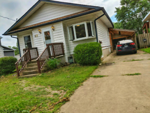 5 Bed + 2 bath Student Rental, With Projector Room!