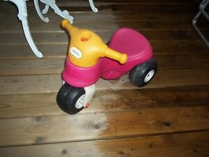 2 TRICYCLES LITTLE TIKES POUR $12.00
