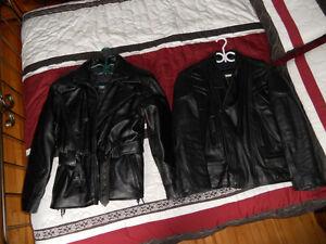 manteaux de cuir de moto 100.00$ chacun.