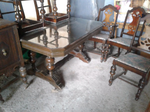 Table antique,buffet,vaissellier